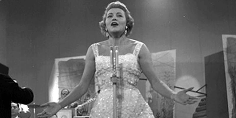 Grazie dei fiori cantata da Nilla Pizza vince Sanremo (31 gennaio 1951)