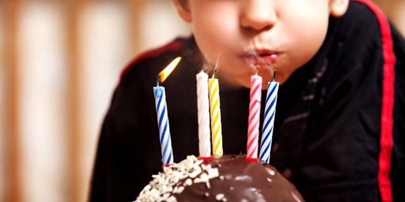 Perché si spengono le candeline sulla torta di compleanno?