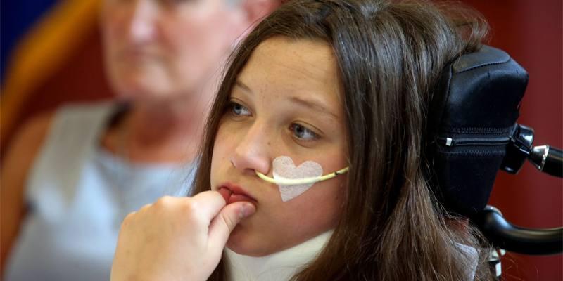 La 12enne in sedia a rotelle dopo il vaccino Pfizer