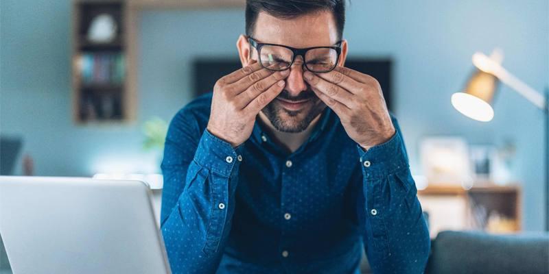 Il 73% degli adulti non riesce a passare una giornata senza guardare uno schermo